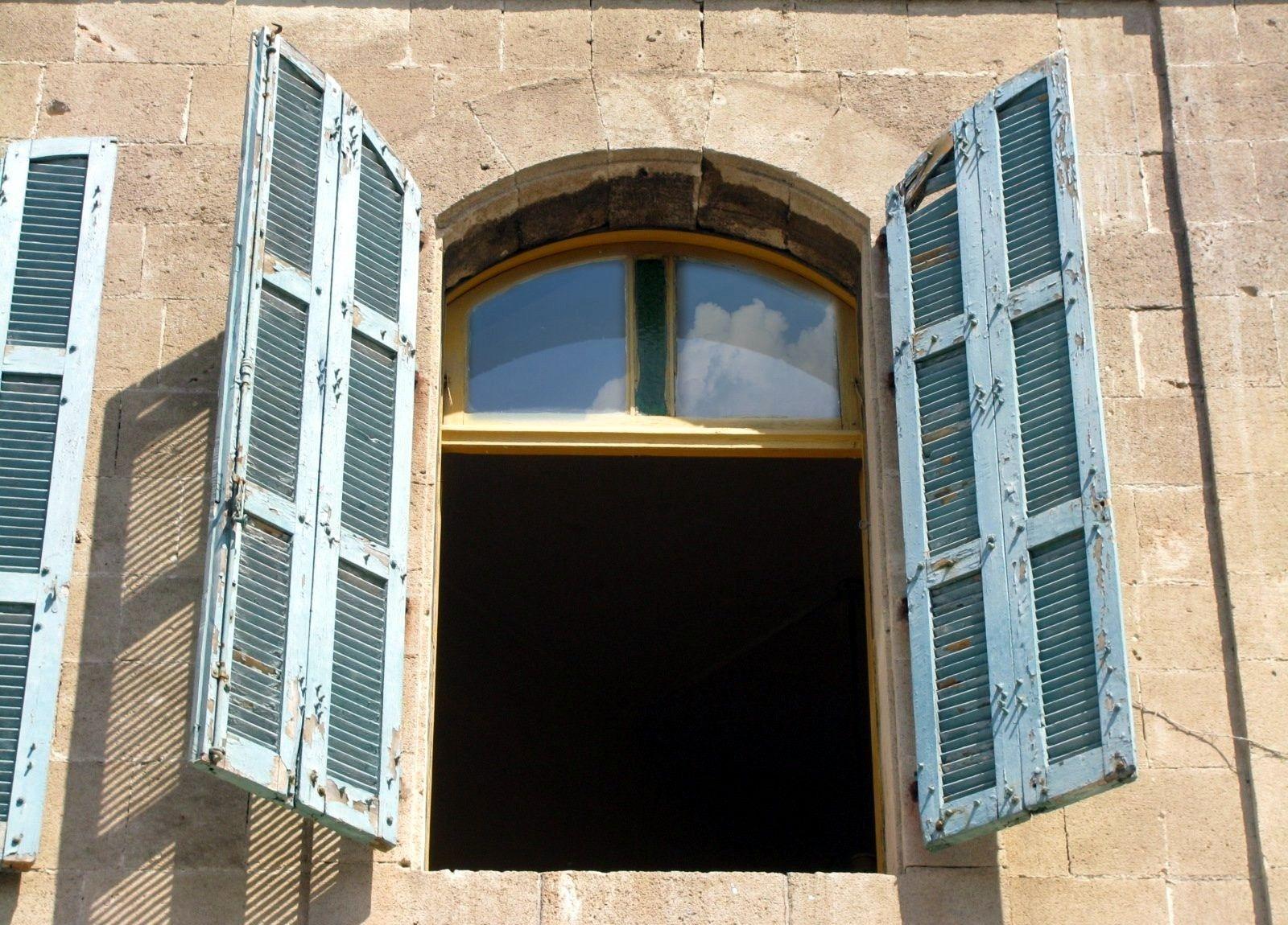 blue_open_shutters